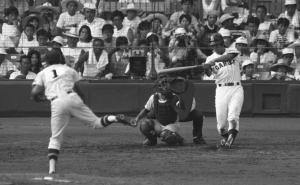 甲西との準決勝で本塁打を放つPL学園・清原和博(85年8月)