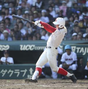 5回表智弁和歌山無死一塁、中越えの2点本塁打を放つ林(撮影・伊藤航)