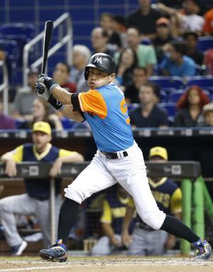 7回、左前打を放つイチロー(AP)