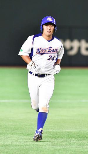 三菱重工神戸・高砂対NTT東日本 7回裏NTT東日本1死、越前は左中間に本塁打を放つ(撮影・柴田隆二)