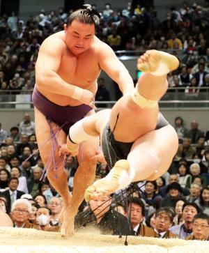 蒼国来が33歳初金星!苦労人が外国出身最年長記録 - 大相撲 : 日刊スポーツ