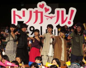 映画「トリガール ! 」完成披露イベントに登壇した、左から池田エライザ、間宮祥太郎、土屋太鳳、高杉真宙、矢本悠馬、英勉監督(撮影・村上幸将)