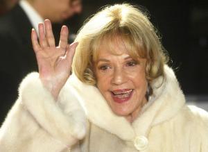 03年12月、ヨーロッパ映画賞授賞式で笑顔を見せるジャンヌ・モローさん(AP)