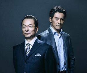 テレビ朝日系「相棒 season16」で3シーズン目のコンビを組む、水谷豊(左)と反町隆史