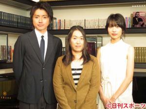 TBS系ドラマ「リバース」の制作発表に出席した、左から藤原竜也、湊かなえ氏、戸田恵梨香