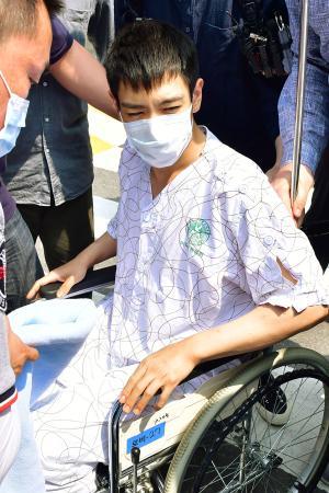 9日、ソウルの病院を退院したチェ・スンヒョン被告(聯合=共同)
