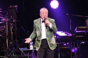 デビュー50周年記念LIVEで歌う沢田研二