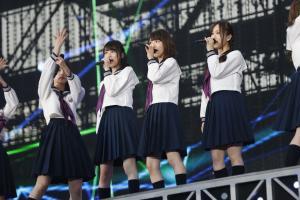 全国ツアーの神宮公演を行った乃木坂46。左から生田絵梨花、生駒里奈、星野みなみ