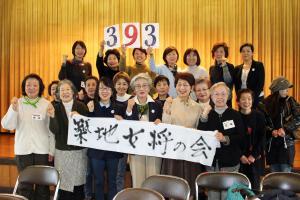 豊洲市場移転計画の中止を求める署名を都へ提出した「築地女将の会」(撮影・杉山理紗)