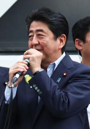 都議選最初で最後の街頭演説を行う安倍首相(撮影・足立雅史)