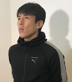 ドイツに出国する前にメディア取材に応じた日本代表MF長谷部